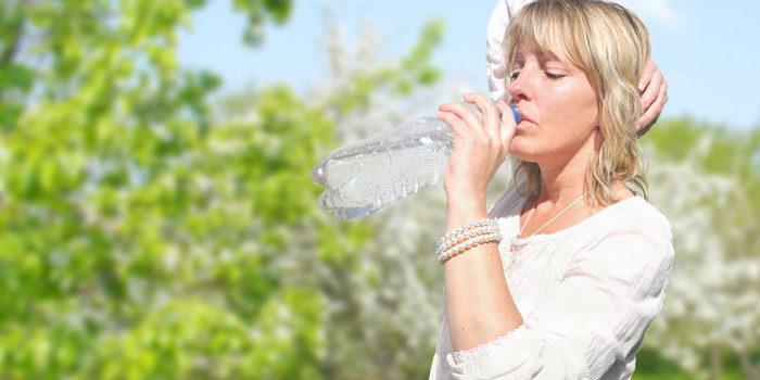 Kupujete si do PET fliaš víno alebo do nich opakovane dávate vodu? Robíte chybu
